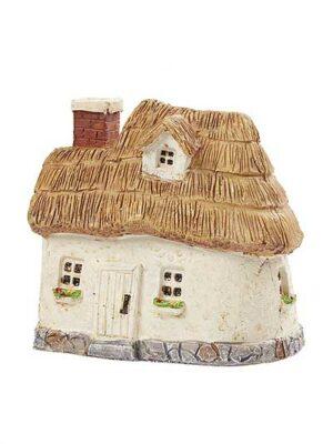 Domček so slamenou strechou