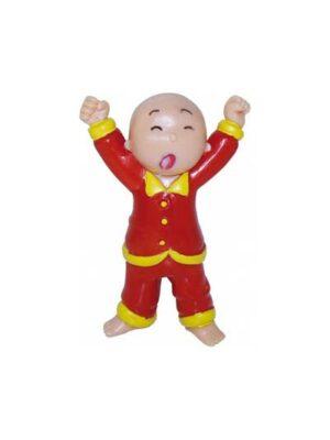 Zívajúci chlapec v pyžame