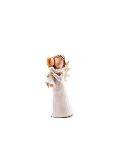 Anjel s malým dievčatkom na rukách